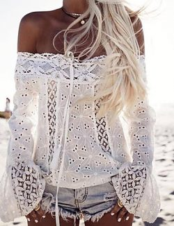 Camiseta de chica blanca bordada con hombros descubiertos