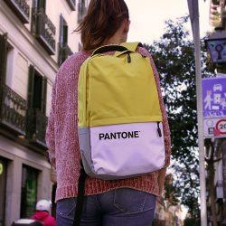 mochila de colores con licencia oficial pantone
