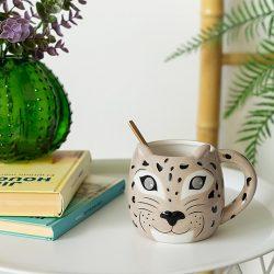 taza con diseño de leopardo