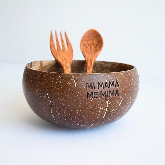 Juego de cubiertos y bol de coco con mensaje mi mama me mima